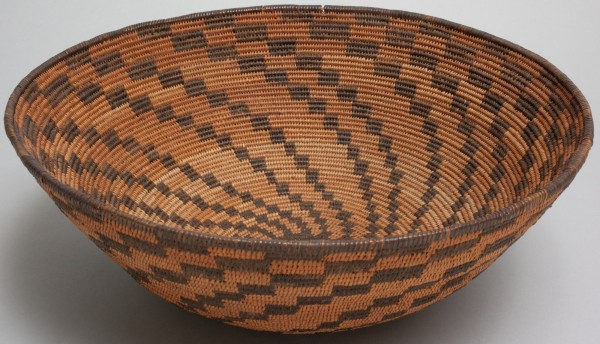 Western Apache, Basket, between 1890 and 1910, devil's claw (martynia), willow and cottonwood. Detroit Institute of Arts.