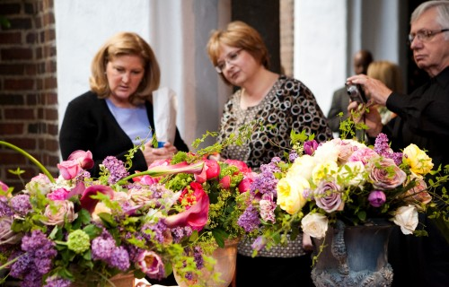 Friends of art and flowers event